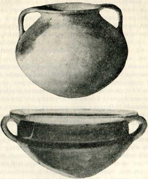 Кухонные глиняные сосуды местного производства; верхний— V в. до н. э., нижний — I в. н. э.